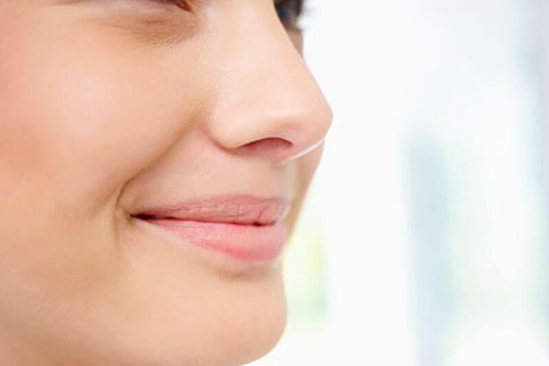 Como é feita a rinoplastia com uso de costela?